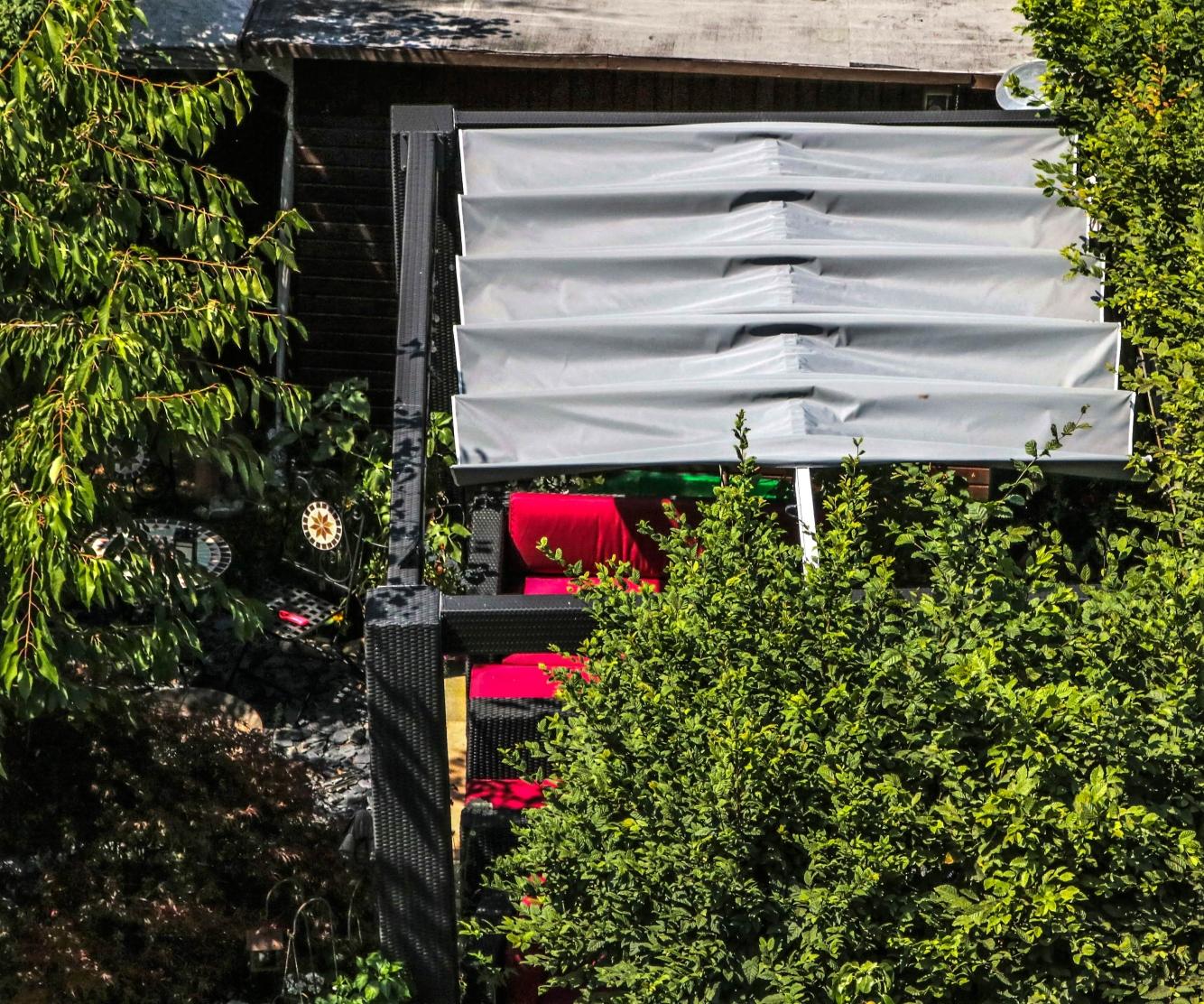 Pavillondach von Oben, Schattenspender bei Sonne, leichter Regen wird abgehalten