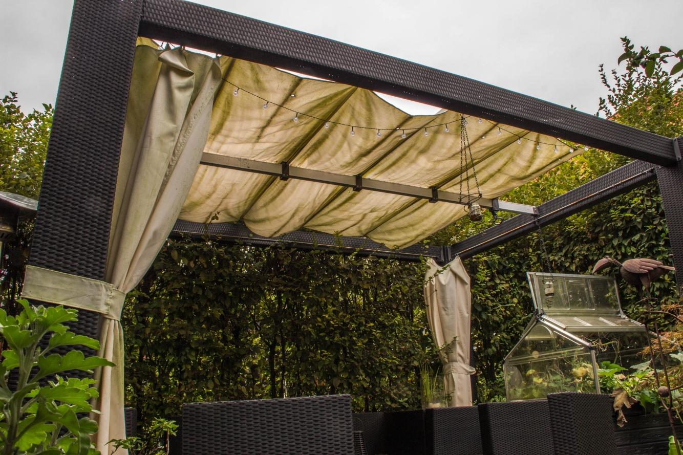 Altes Dach einen Pavillons